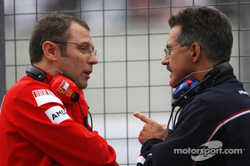 Stefano Domenicali, Scuderia Ferrari, Sporting Director and Dr. Mario Theissen, BMW Sauber F1 Team, BMW Motorsport Director