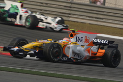 Nelson A. Piquet, Renault F1 Team leads Rubens Barrichello, Honda Racing F1 Team