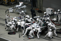 Nick Heidfeld, BMW Sauber F1 Team, F1.08, pitstop