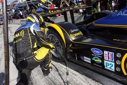 Pit stop for #26 Andretti Green Racing Acura ARX-01B Acura: Franck Montagny, Tony Kanaan