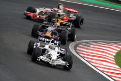 Nick Heidfeld, BMW Sauber F1 Team, F1.08 leads Mark Webber, Red Bull Racing, RB4