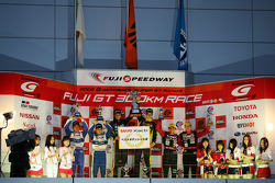 GT300 podium: class winners Nobuteru Taniguchi and Dominik Farnbacher, second place Shinsuke Shibahara and Haruki Kurosawa, third place Tetsuya Yamano and Carlo Van Dam