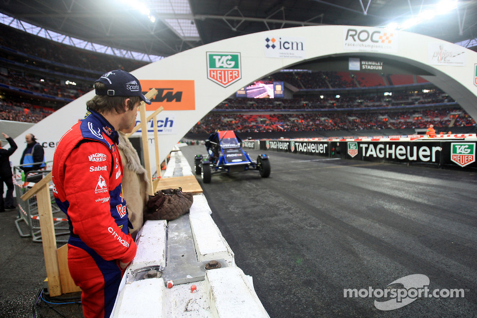 Quarter final, race 8: Sbastien Loeb watches Sebastian Vettel