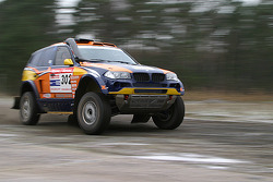 X-raid team: Nasser Al Attiyah and Tina Thorner test the #302 BMW X3 CC