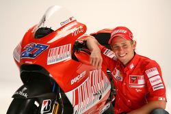 Casey Stoner with the new Ducati Desmosedici GP9