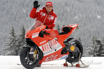 Nicky Hayden with the new Ducati Desmosedici GP9