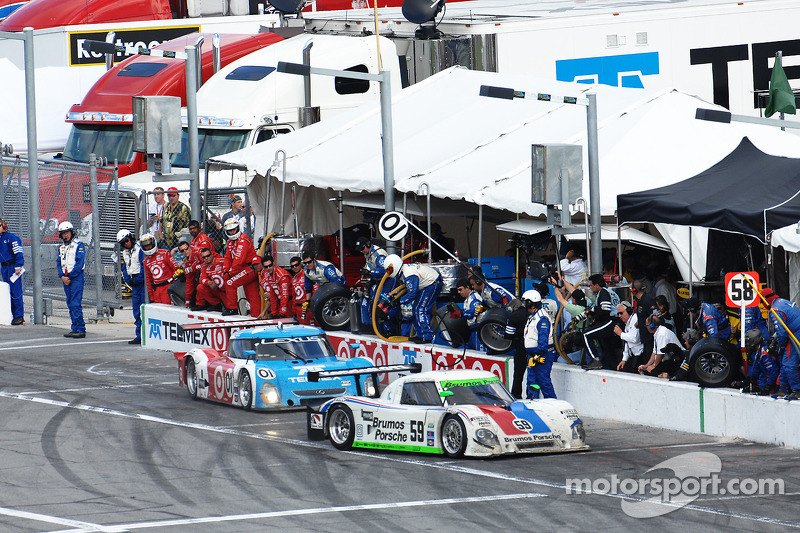 Last pit stops for #59 Brumos Racing Porsche Riley: Joao Barbosa, Terry Borcheller, JC France, Hurley Haywood and #01 Chip Ganassi Racing with Felix Sabates Lexus Riley: Juan Pablo Montoya, Scott Pruett, Memo Rojas