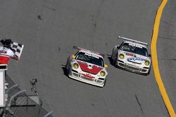 End of the session: #44 Bullet Racing Porsche GT3: Ross Bentley, Keith Carter, Steve Paquette, #88 Farnbacher Loles Racing Porsche GT3: Steve Johnson, Dave Lacey, Robert Nearn, James Sofronas, Richard Westbrook