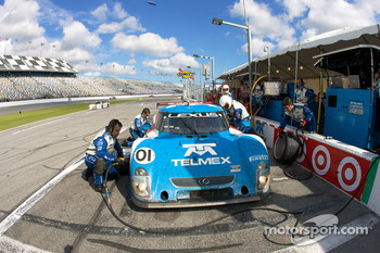 Pit stop for #01 Chip Ganassi Racing with Felix Sabates Lexus Riley: Juan Pablo Montoya, Scott Pruett, Memo Rojas
