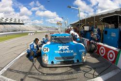 Pit stop for #01 Chip Ganassi Racing with Felix Sabates Lexus Riley: Juan Pablo Montoya, Scott Pruett, Memo Rojas