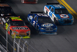 A.J. Allmendinger, Richard Petty Motorsports Dodge, Kurt Busch, Penske Racing Dodge, Jeff Gordon, Hendrick Motorsports Chevrolet go three-wide