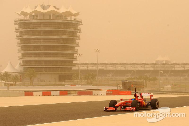 Felipe Massa, Scuderia Ferrari on track during a sandstorm