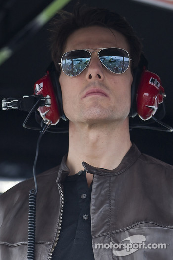 Tom Cruise stand up on the pit box of Jeff Gordon and watches and enjoys The Daytona 500