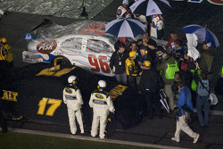 Race is declared over on lap 152: race winner Matt Kenseth, Roush Fenway Racing Ford gives interviews