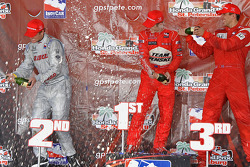 Podium: champagne for Ryan Briscoe, Ryan Hunter-Reay and Justin Wilson