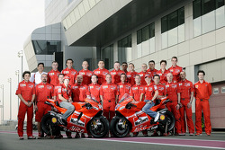 Ducati Marlboro Team photoshoot: Casey Stoner and Nicky Hayden pose with Ducati Marlboro team members