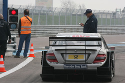 Gary Paffett, AMG-Mercedes C-Klasse waits for green light