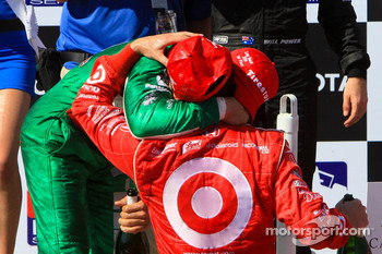 Podium: race winner Dario Franchitti, Target Chip Ganassi Racing, third place Tony Kanaan, Andretti Green Racing