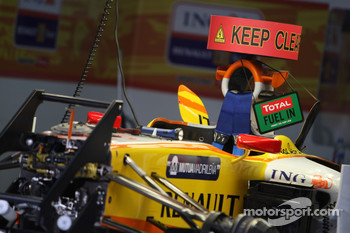 Renault F1 Team work on KERS