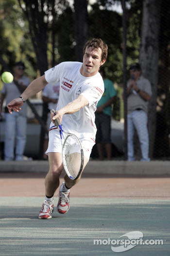 Sébastien Loeb plays tennis