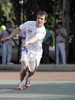 Sébastien Loeb plays tennis