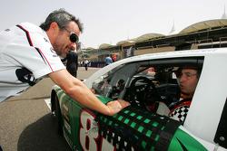 Beat Zehnder BMW Sauber F1 Team Manager with Heinz-Harald Frentzen Team Lavaggi on the grid