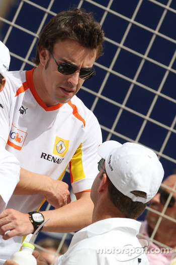 Fernando Alonso, Renault F1 Team and Rubens Barrichello, Brawn GP