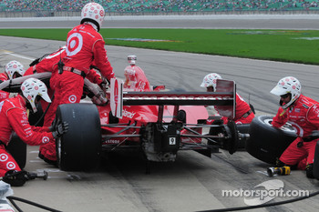 Scott Dixon, Target Chip Ganassi Racing makes a pitstop