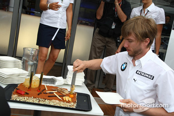 Nick Heidfeld, BMW Sauber F1 Team celebrates his Birthday with a cake