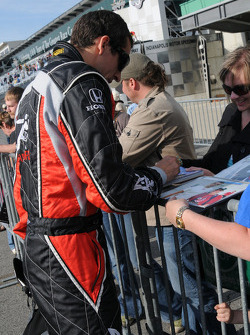 Justin Wilson, Dale Coyne Racing signs autographs