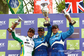 Race winner Alain Menu, Chevrolet, Chevrolet Cruze, 2nd, Augusto Farfus, BMW Team Germany, BMW 320si, 3rd, Robert Huff, Chevrolet, Chevrolet Cruze