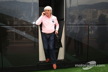 Bernie Ecclestone Bernie Ecclestone goes to the FOTA meeting on Flavio Briatore yacht