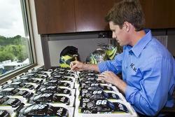 Carl Edwards signs diecast cars