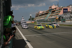 Checkered flag: race winner #1 Manthey Racing GmbH Porsche 911 GT3 RSR: Timo Bernhard, Marc Lieb, Romain Dumas, Marcel Tiemann, #2 Manthey Racing GmbH Porsche 911 GT3 Cup S: Emmanuel Collard, Wolf Henzler, Richard Lietz, Dirk Werner