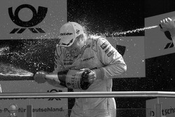 Podium: race winner Gary Paffett, Team HWA AMG Mercedes gets a major champagne shower