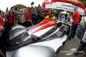 #1 Audi Sport Team Joest Audi R15 TDI enters the scrutineering area