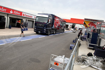 Preperations in the pitlane