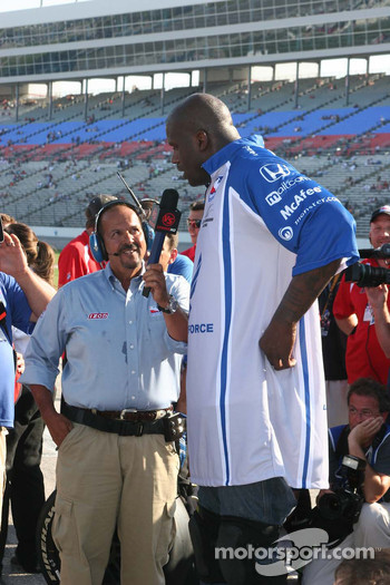 Grand Marshal Shaquille O'Neal gives an interview to Jack Arute