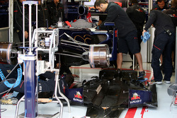 Mechanics work on the car of Sebastien Buemi, Scuderia Toro Rosso