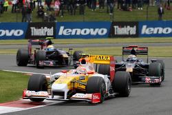 Nelson A. Piquet, Renault F1 Team leads Sébastien Bourdais, Scuderia Toro Rosso