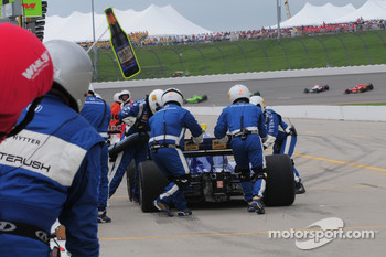 Mike Conway, Dreyer & Reinbold Racing makes a fuel stop