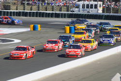 Restart: Kasey Kahne, Richard Petty Motorsports Dodge and Tony Stewart, Stewart-Haas Racing Chevrolet battle