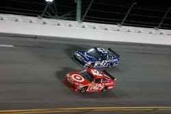 Juan Pablo Montoya, Earnhardt Ganassi Racing Chevrolet, Reed Sorenson, Richard Petty Motorsports Dodge