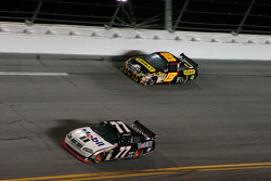 Sam Hornish Jr., Penske Racing Dodge, Elliott Sadler, Richard Petty Motorsports Dodge