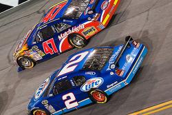 Kurt Busch, Penske Racing Dodge, Marcos Ambrose, JTG Daugherty Racing Toyota