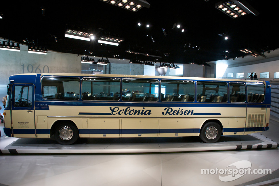 Visionaries 1979 mercedes benz o 303 touring coach for Mercedes benz touring coach