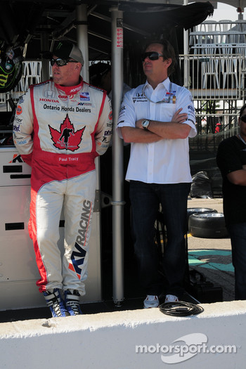 Paul Tracy on pitwall with Jimmy Vasser
