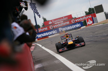 Mark Webber, Red Bull Racing takes the checkered flag
