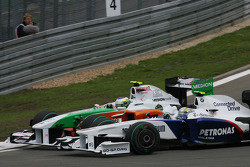 Giancarlo Fisichella, Force India F1 Team and Nick Heidfeld, BMW Sauber F1 Team