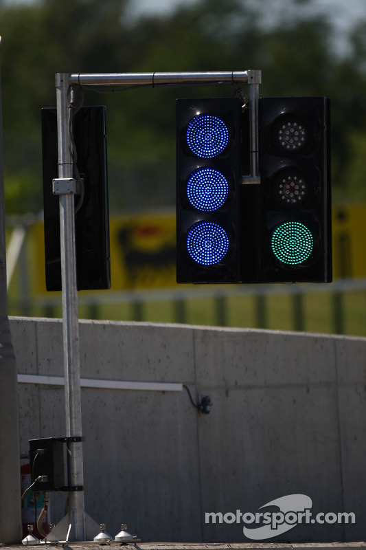 pit lane lights